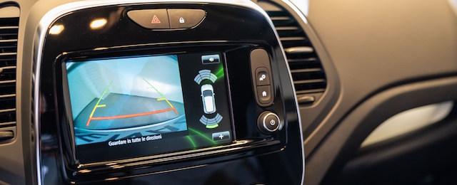 sensori di parcheggio all'opera su Renault Captur Sport Edition