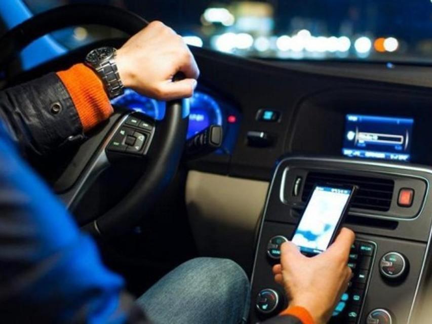 Sicurezza stradale giovani al telefono codice della strada