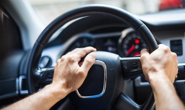 utilizzo del clacson in auto