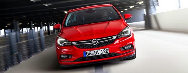 Una visione frontale della nuova Opel Astra ecoM