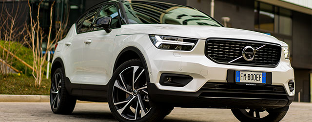 Auto Volvo XC40 Suv con Care by Volvo