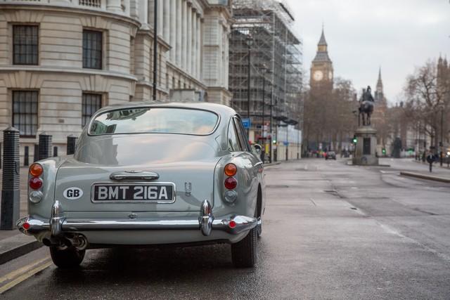 Aston Martin DB5 gadget 007