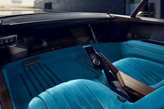 Interni Peugeot e-Legend autonoma
