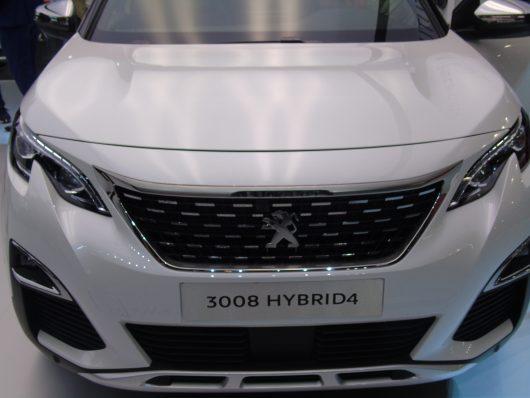 Nuova Peugeot 3008 Hybrid4 trazione integrale