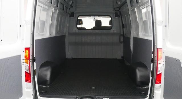 Maxus EV80 LCV elettrico, interni posteriore
