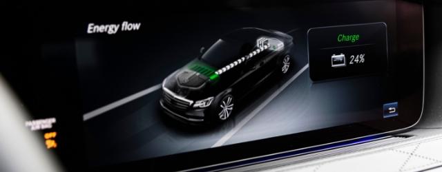 Auto ibride plug-in Mercedes-Benz ricarica