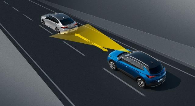 Opel Grandland X cruise control adattivo