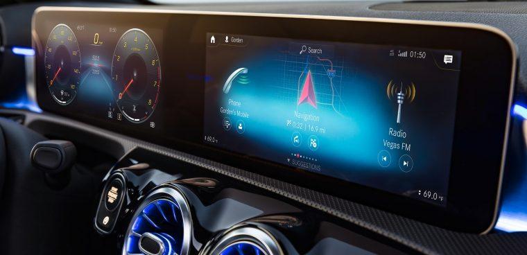 Sistema multimediale MBUX Mercedes infotainment