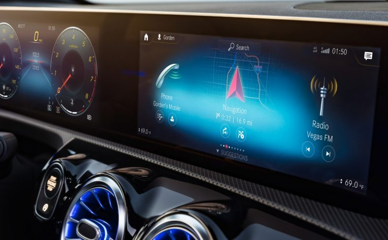 Sistema multimediale MBUX Mercedes infotainment