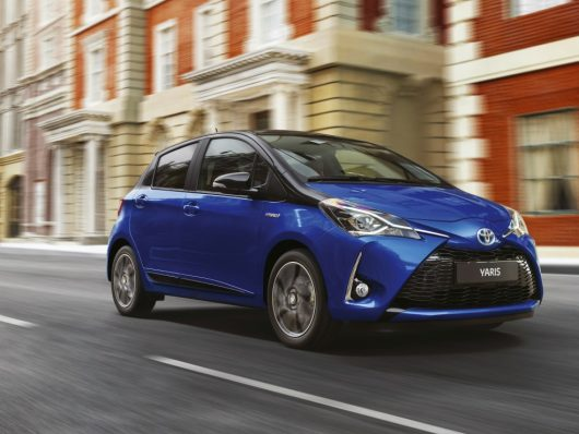 Toyota Yaris ibrida a noleggio a lungo termine