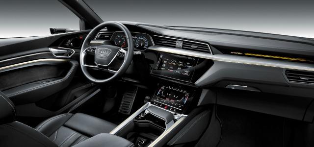 interni nuova Audi e-tron 2019