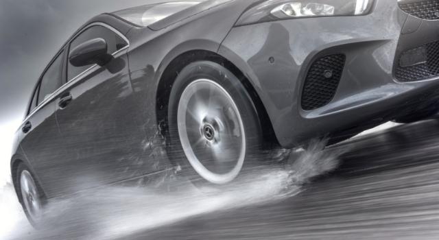 Pneumatici e guida sul bagnato