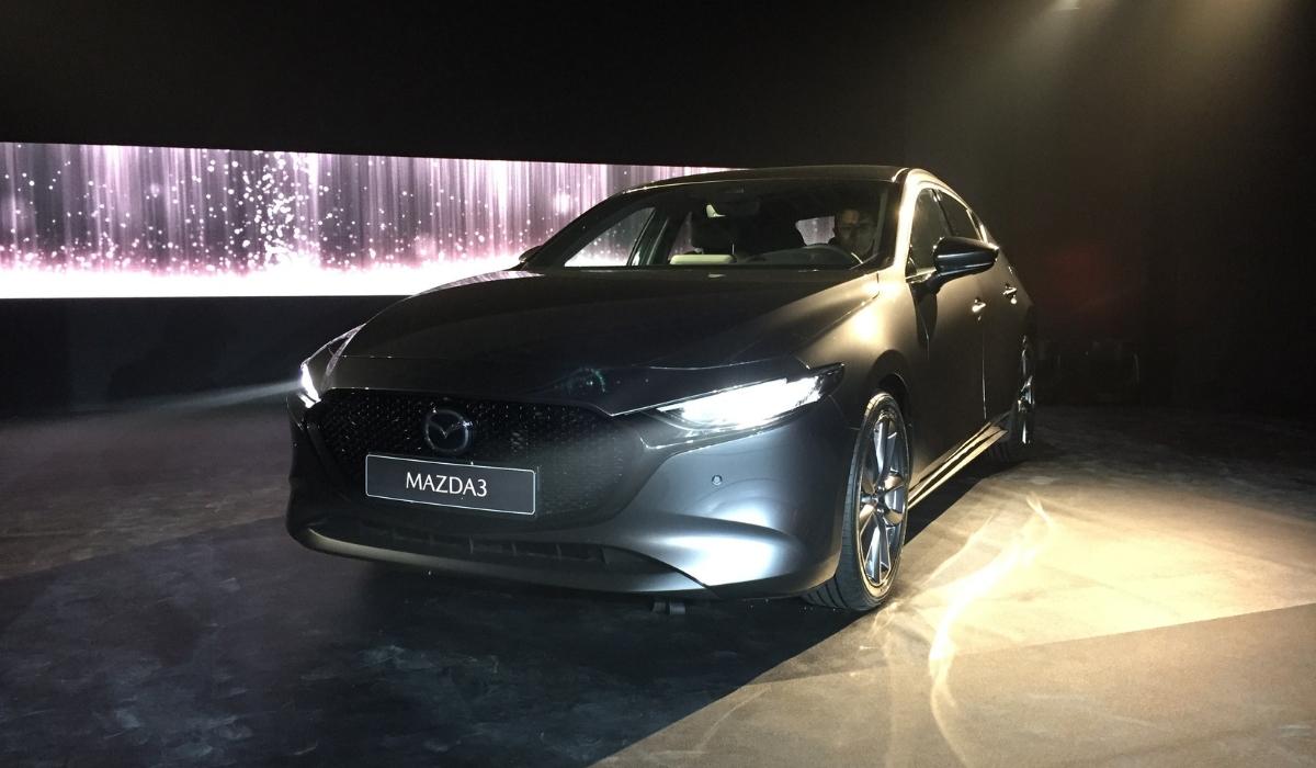 Nuova Mazda3 2019 grigia