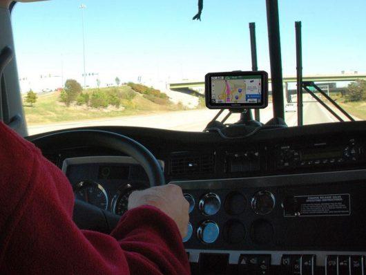 Garmin dēzlCam 785 LMT-D, la nostra prova su Ford Tourneo, il navigatore per i veicoli commerciali