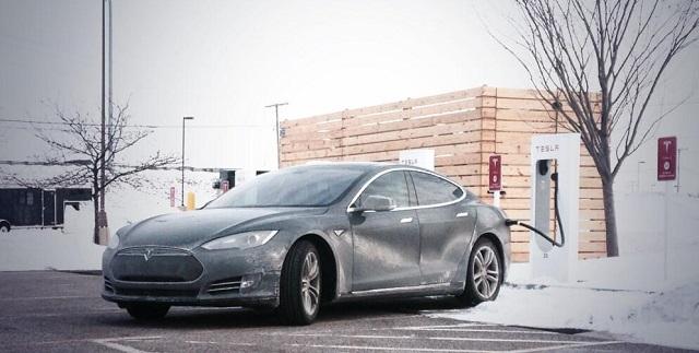 autonomia auto elettrica Tesla