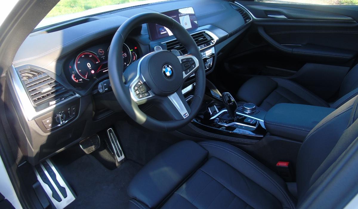 Nuova BMW X4 2019 abitacolo