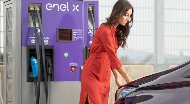 Le offerte commerciali di Enel X per la ricarica delle auto elettriche e ibride