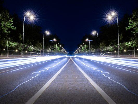 Futuro delle auto elettriche e le ricariche alternative: wireless o liquida?