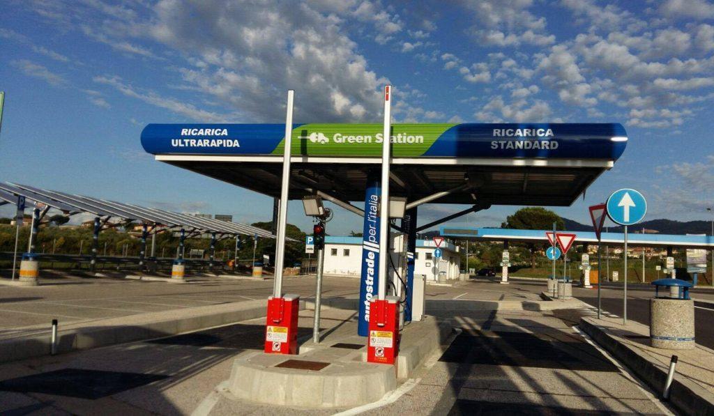 Anas ha pubblicato il bando per l'installazione di colonnine di ricarica elettrica nelle autostrade italiane