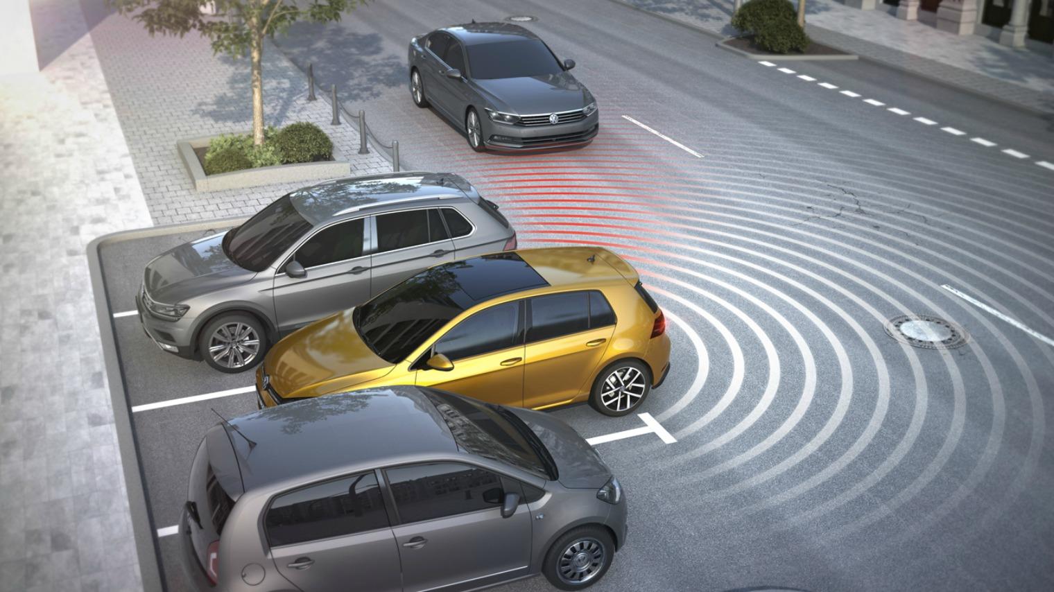 come funziona Rear Cross Traffic Alert