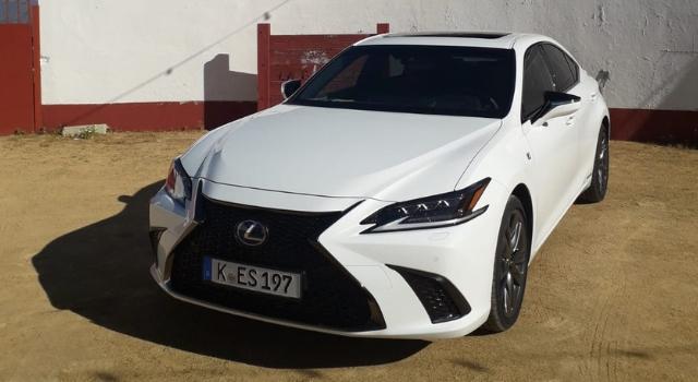 Lexes ES hybrid 2019 il nostro test drive in anteprima a Malaga