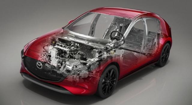 Mazda3 presenta il primo motore ibrido, benzia ed elettrico, con tecnologia M Hybrid di Mazda