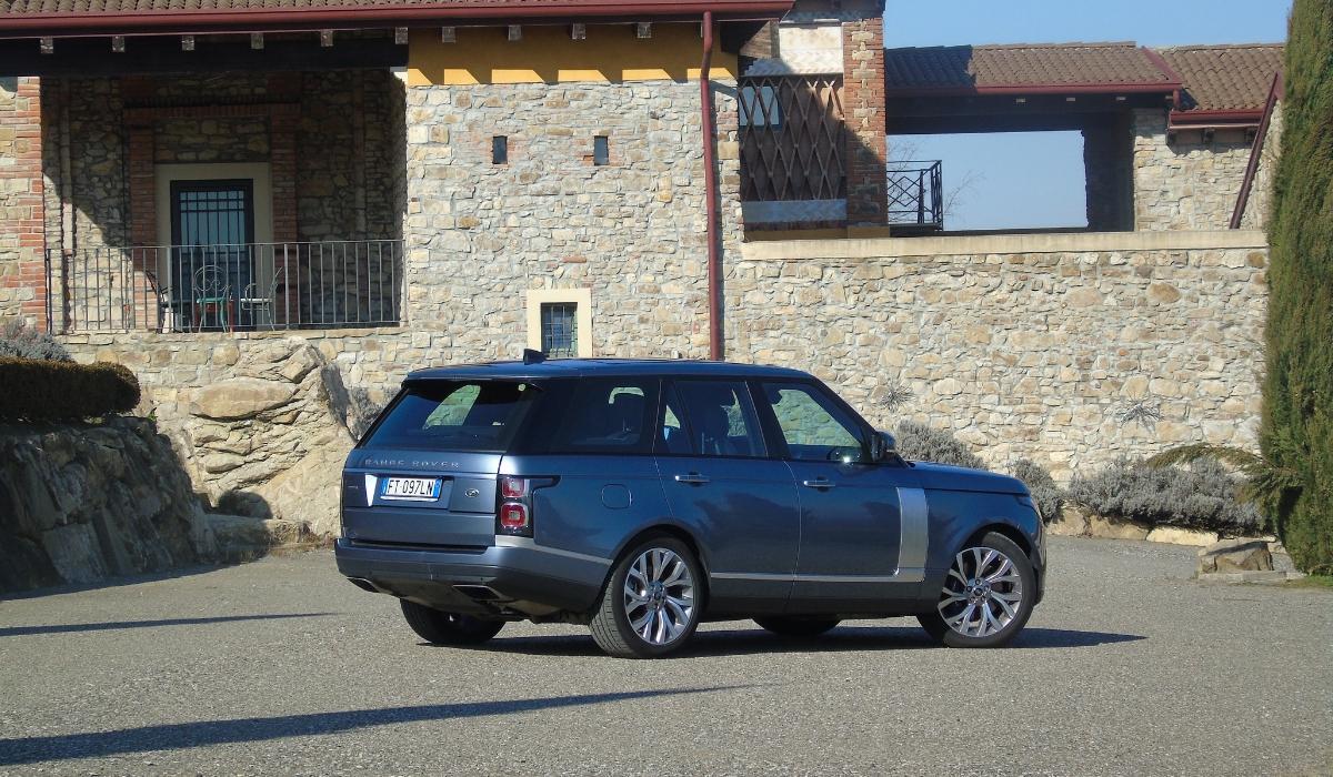 Land Rover Range Rover PHEV ibrida plug-in prova su strada