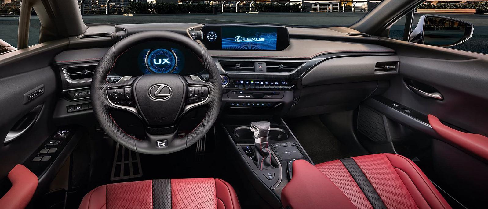 Lexus Ux interni e contachilometri