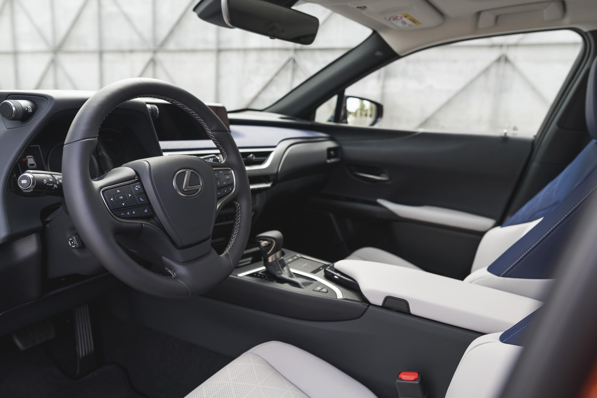 interni lexus ux hybrid 2019
