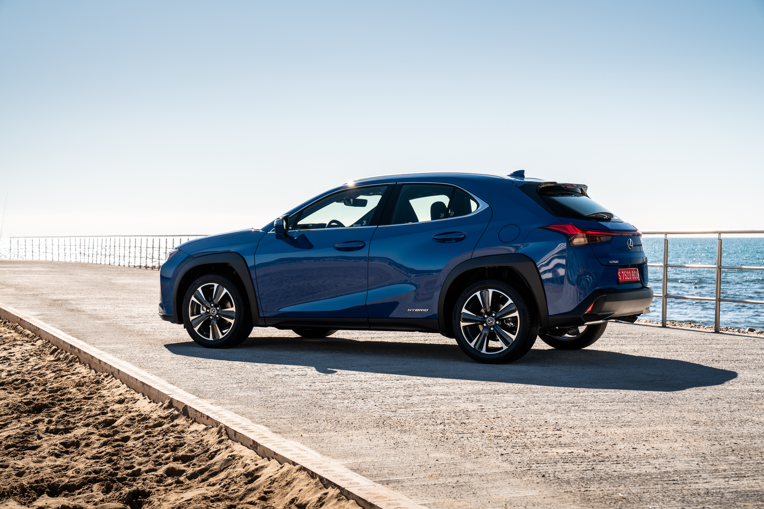 nuova-lexus-ux-ibrida-milano-design-week-2019