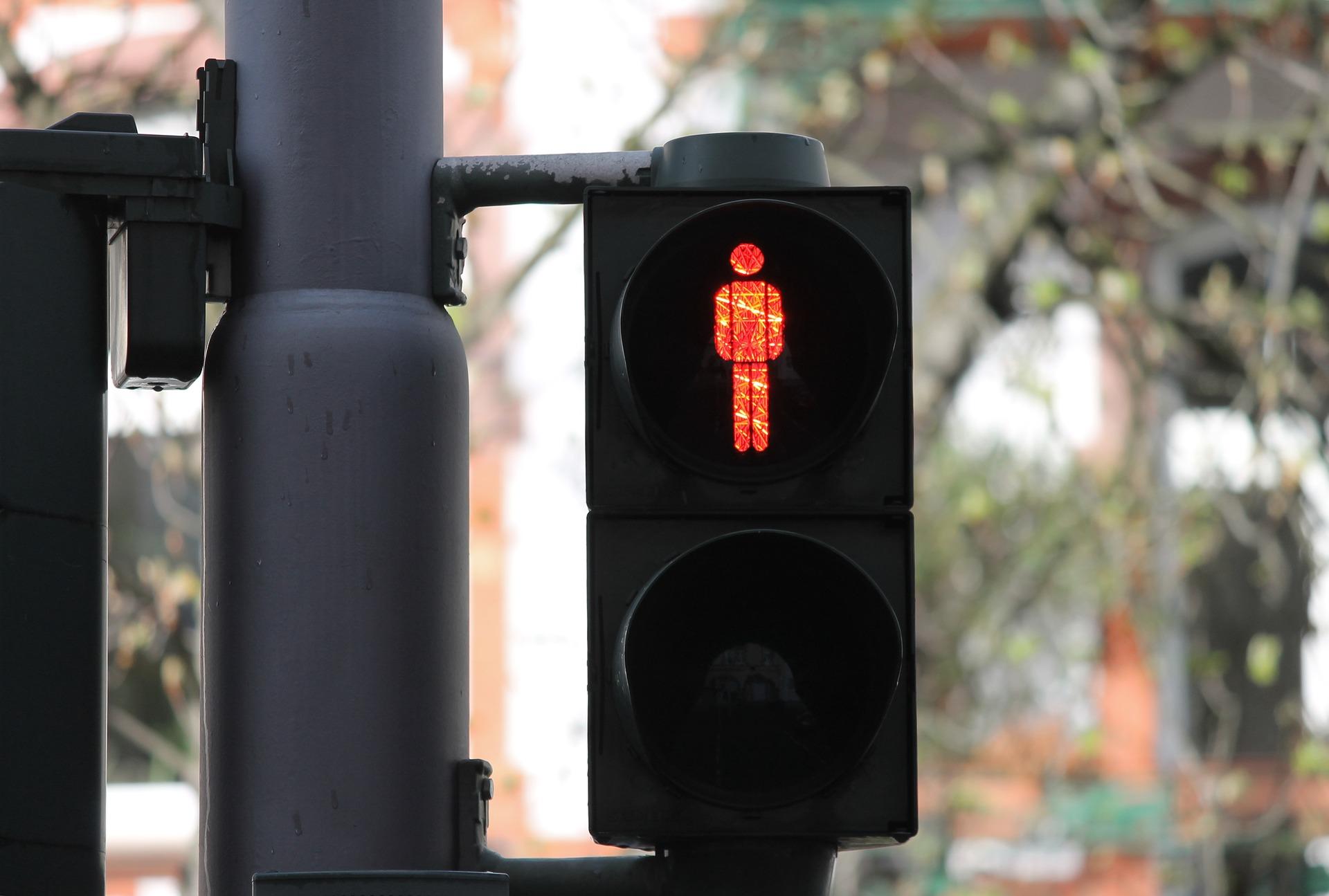Cosa fare in caso di semaforo pedonale