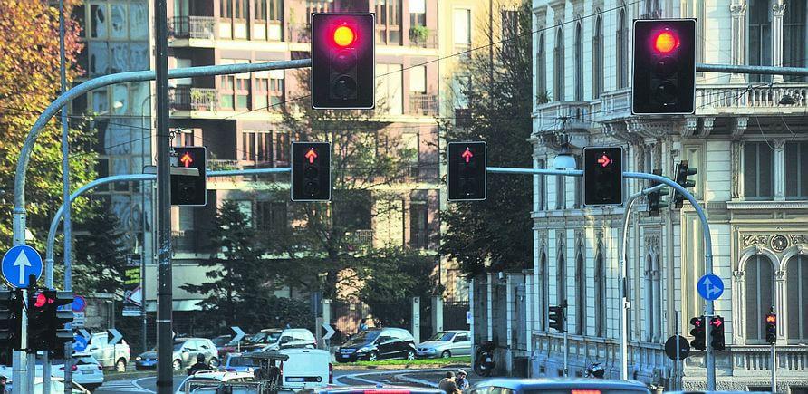 semaforo veicolare normale e di corsia