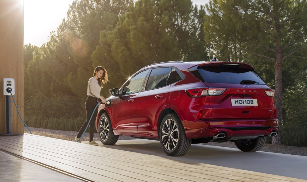Nuova Ford Kuga ibrida plug-in