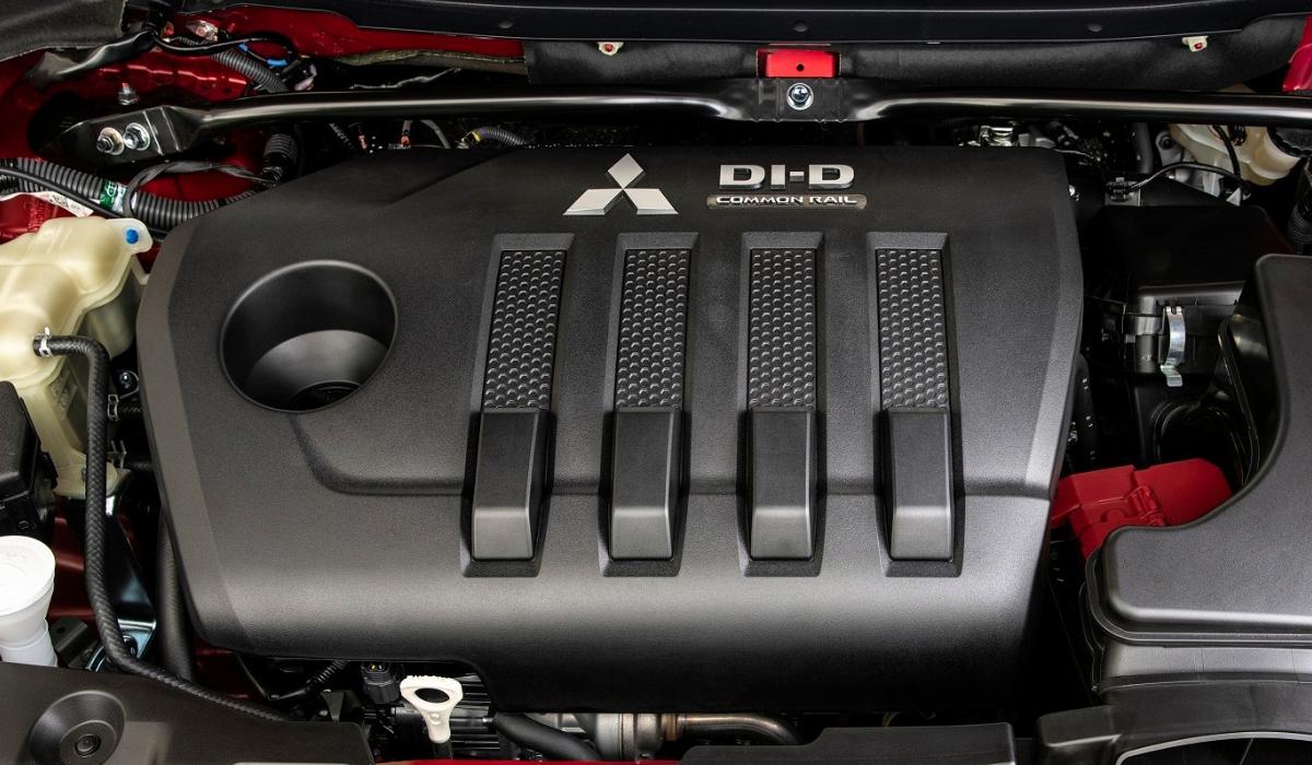 motore diesel nuova Mitsubishi Eclipse Cross rossa