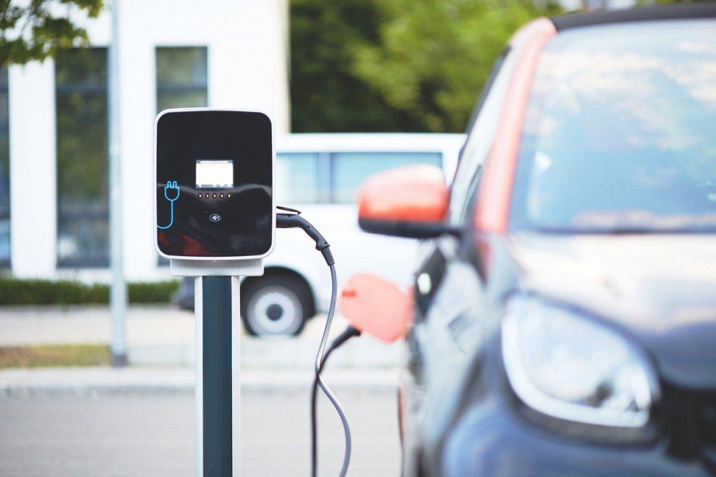 auto elettrica conviene - ricarica