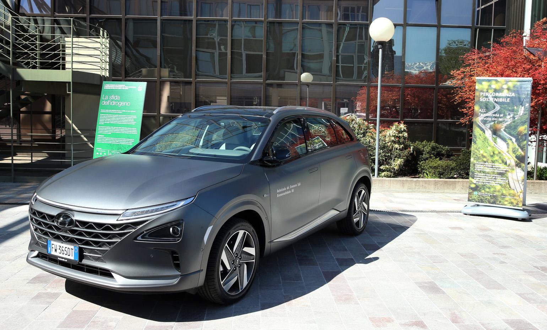 Hyundai Nexo è stata, novità tra le auto a idrogeno, è stata consegnata ad Autostrade del Brennero