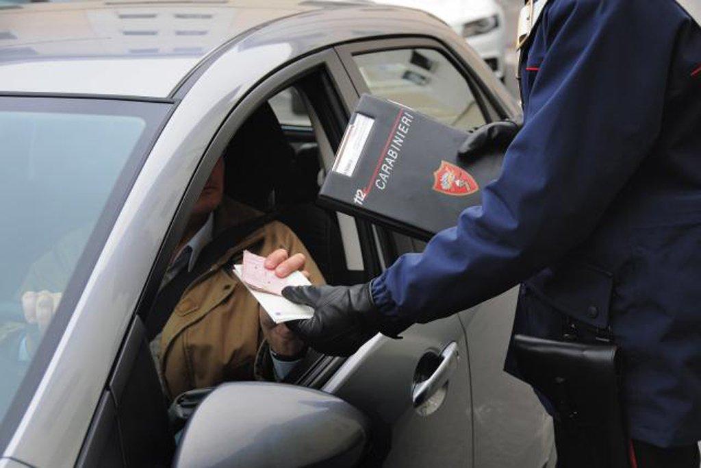 Le sanzioni per chi guida senza patente