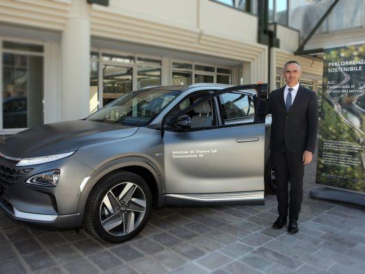 WalterPardatscher, AD si Autostrade del Brennero, ha partecipato alla consegna della prima hyundai Nexo, la seconda generazione dei veicoli a idrogeno Hyundai