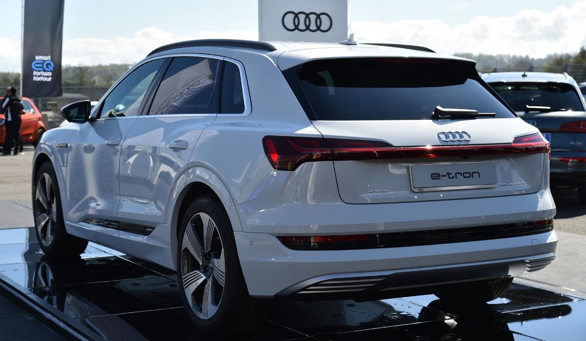 Nuova Audi e-tron 2019 bianca statica