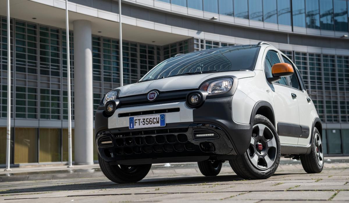 Nuova Fiat Panda Connected by Wind su strada