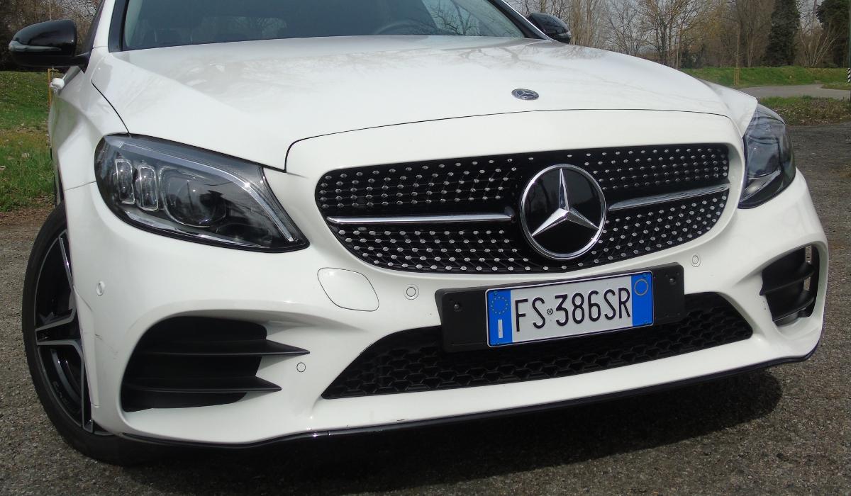 Nuova Mercedes Classe C 2019 frontale fari Led