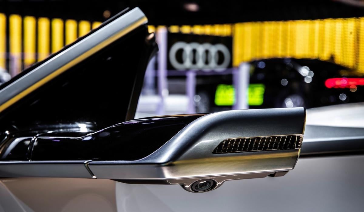 Specchietti retrovisori esterni digitali Audi e-tron