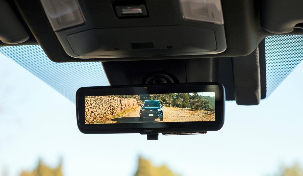Specchietto retrovisore interno digitale come funziona