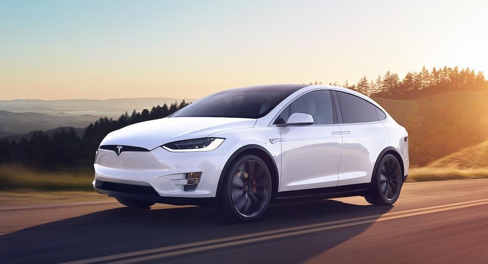Tesla Model X sospensioni adattive