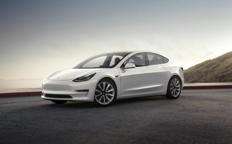 nuova Tesla Model 3 profilo clienti auto elettriche