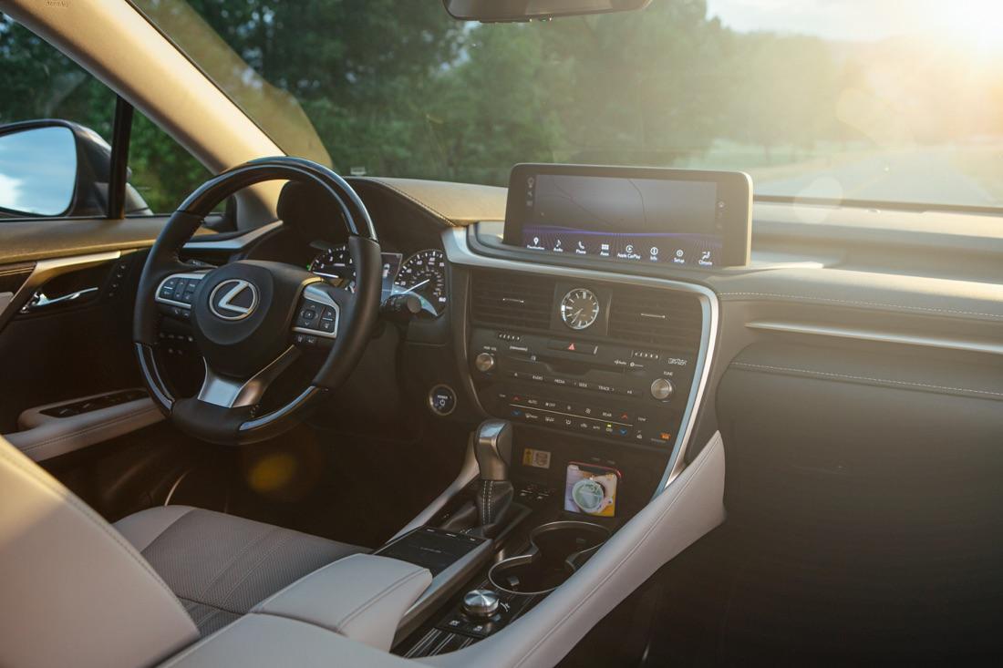 Interni di Lexus RX 2020