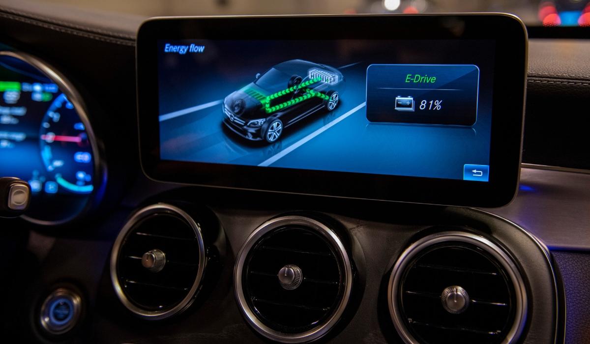 Monitor gestione energia modelli ibridi plug-in Mercedes