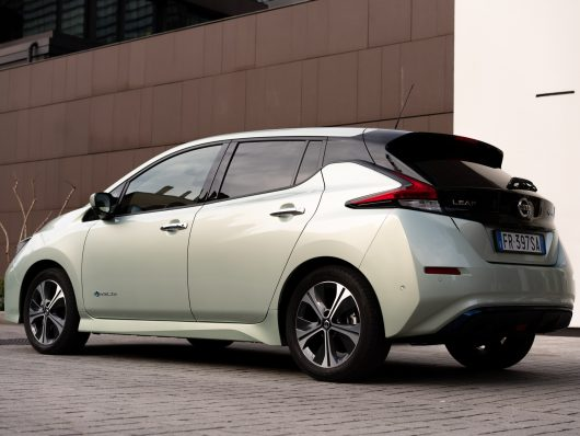 Nissan_Leaf_retro