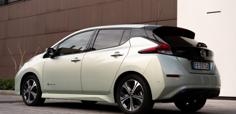 Nissan_Leaf_retro