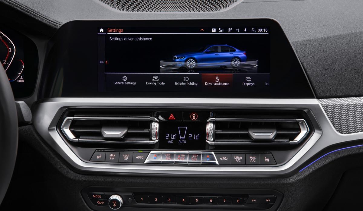 Schermo infotainment nuova BMW Serie 3